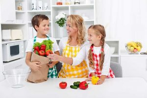 4 easy ways to make a pickiest child loves healthy food.